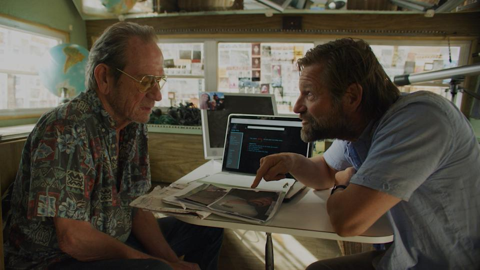 """A paranoid private investigator (Aaron Eckhart, right) goes over a new case with his conspiracy-theorist buddy (Tommy Lee Jones) in """"Wander."""""""