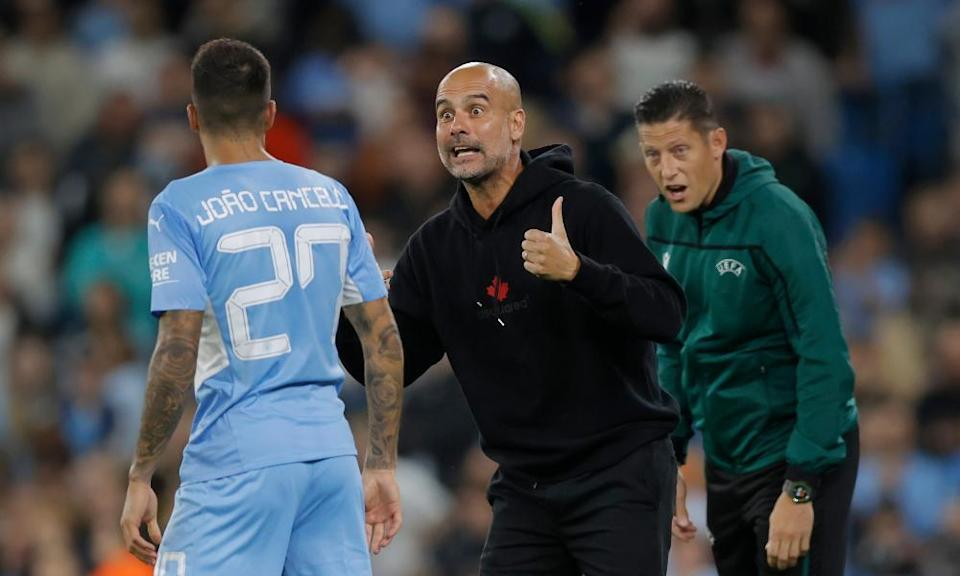 Pep Guardiola gives orders to João Cancelo during the Champions League game against RB Leipzig