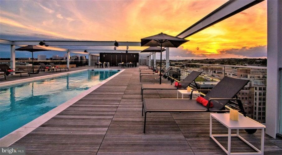 <p>The apartment comes with use of the only 25-metre heated rooftop pool in Washington DC, according to the listing on <a href=