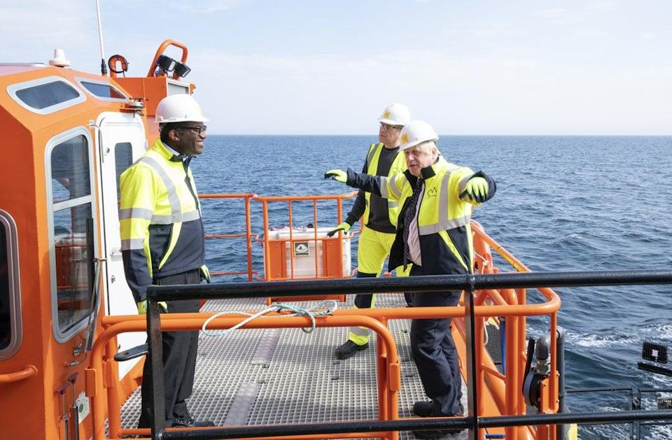 Boris Johnson with Kwasi Kwarteng on board the Esvagt Alba offshore rig (Jane Barlow/PA) (PA Wire)