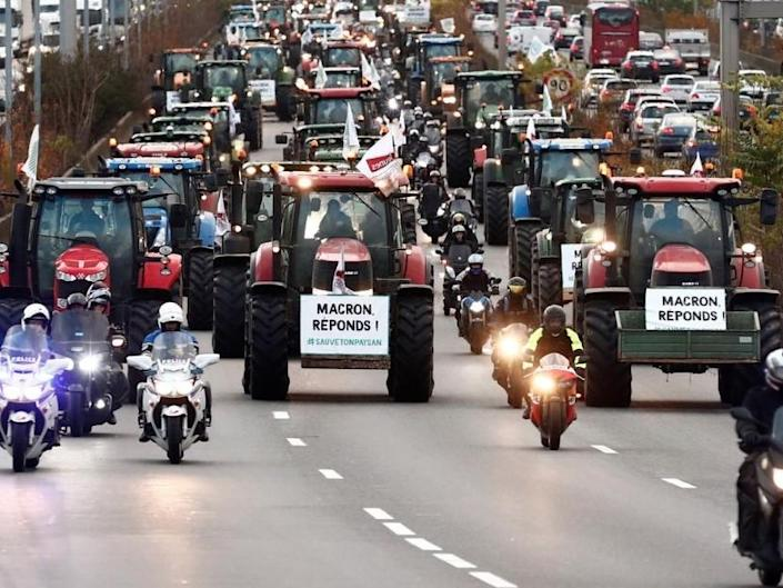 Tractors could remain parked on the road circling the centre of Paris for 'hours, or maybe days': Reuters