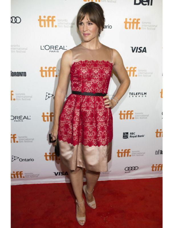 <p><strong>Jennifer Garner</strong>: Jennifer was spotted at the premiere of <em>Dallas Buyers Club</em> in a red lace Dolce and Gabbana dress. She teamed her outfit with nude sandals.</p>