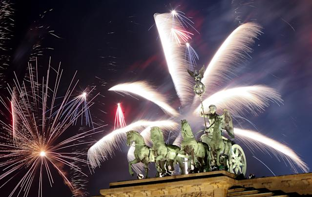 <p>Fireworks explode over the Brandenburg Gate during New Year's festivities on January 1, 2018 in Berlin, Germany. Tens of thousands of revelers gathered in the city center to celebrate New Year's Eve. (Photo: Adam Berry/Getty Images) </p>