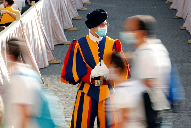 Four Vatican Swiss Guards test positive for COVID-19