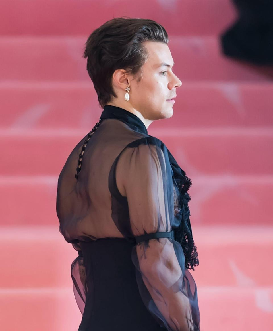 <p>But in the end, Styles chopped it back off to let his other favorite accessories shine.</p>