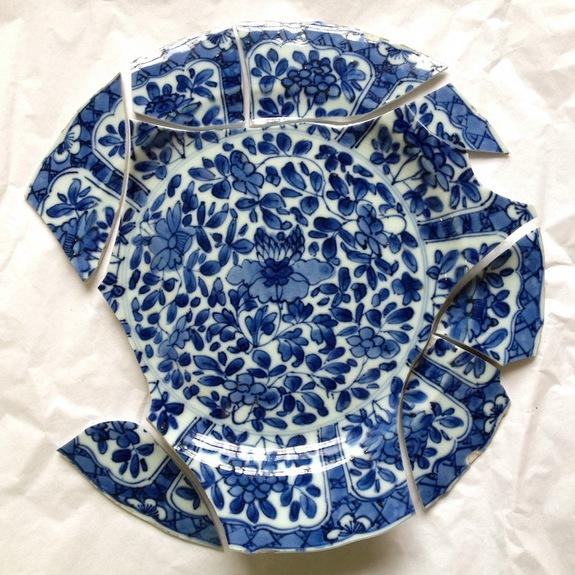 The archaeologists found several porcelain plates and teacups imported from China in the washing pit, including this blue-and-white plate. The plate, though broken, has visible seventeenth-century Qim Xi dynasty markings on the back.