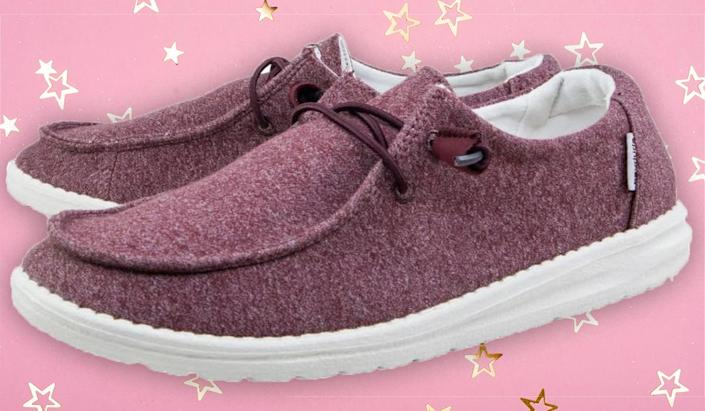 These cult-favorite sneakers are so comfy, nurses and teachers can't get enough. (Photo: Amazon)