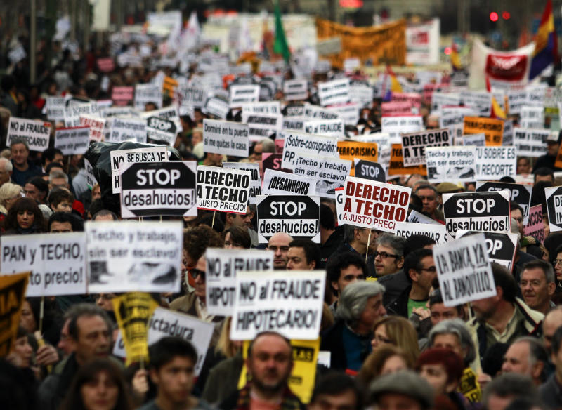Spaniards protest against evictions
