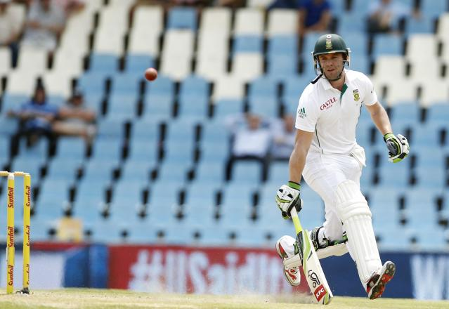 South Africa's AB de Villiers makes a run during the third day of their cricket test match against Australia in Centurion February 14, 2014. REUTERS/Siphiwe Sibeko (SOUTH AFRICA - Tags: SPORT CRICKET)