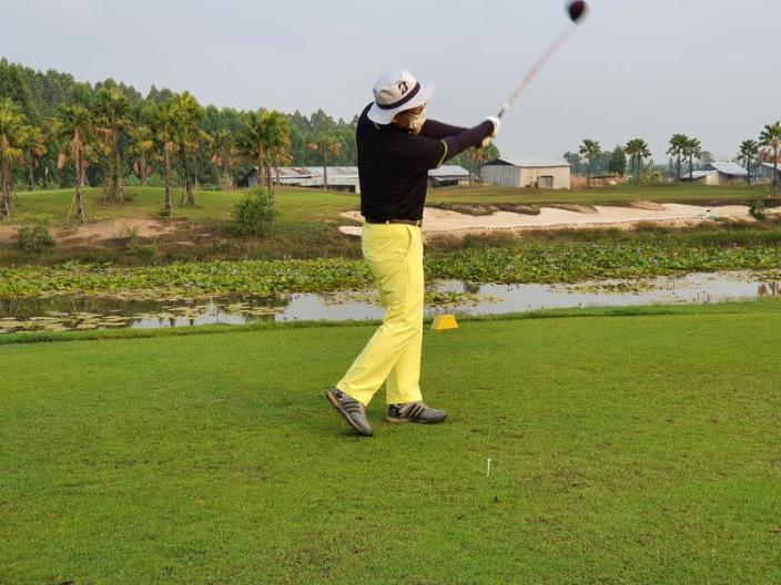 """South Korean tourists in Thailand under a """"golf quarantine"""" programme at the Artitaya Country Club in Nakhon Nayok"""