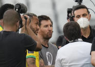 Argentina's Lionel Messi, center, Brazil's Neymar, left, and Argentina's coach Lionel Scaloni talk as the soccer game is interrupted by health authorities during a qualifying soccer match for the FIFA World Cup Qatar 2022 at Neo Quimica Arena stadium in Sao Paulo, Brazil, Sunday, Sept.5, 2021. (AP Photo/Andre Penner)