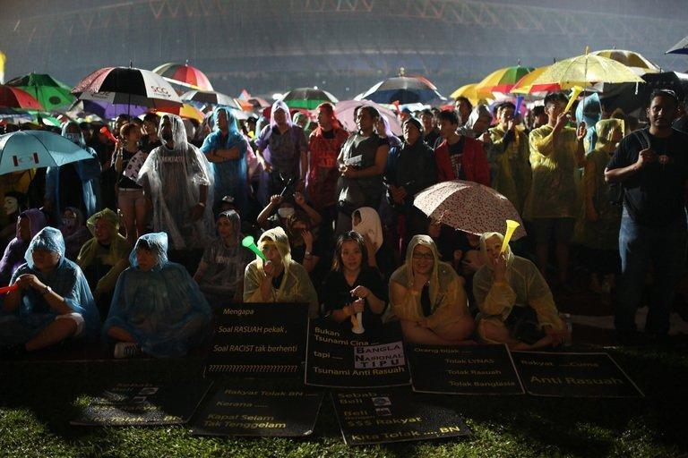"""Supporters of the opposition party gather at a stadium in Kelana Jaya, Selangor on May 8, 2013. The rally was called by opposition leader Anwar Ibrahim, who has vowed a """"fierce"""" campaign for electoral reform after losing Sunday's vote and has said he would soon produce evidence of fraud by what he calls an """"illegitimate"""" government"""
