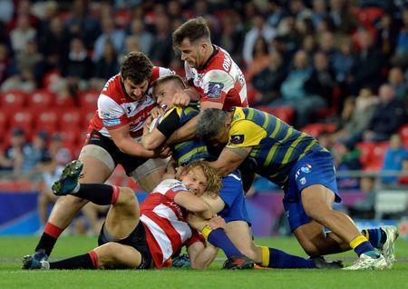 Rugby Union - European Challenge Cup Final - Cardiff Blues v Gloucester Rugby - San Mames, Bilbao, Spain - May 11, 2018 Cardiff Blues' Gareth Anscombe is tackled by Gloucester Rugby's Billy Twelvetrees REUTERS/Vincent West