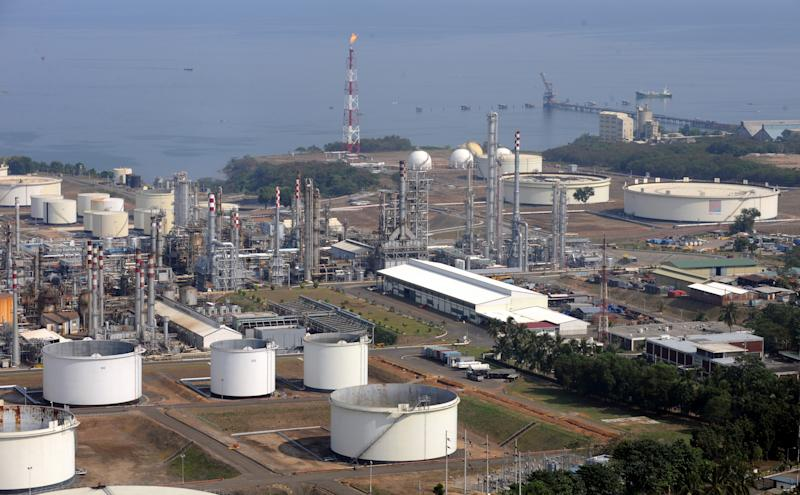 FILE PHOTO: The Philippine oil refinery complex of Petron Corp. is seen on the coast of Bataan province. (Photo: ROMEO GACAD/AFP via Getty Images)
