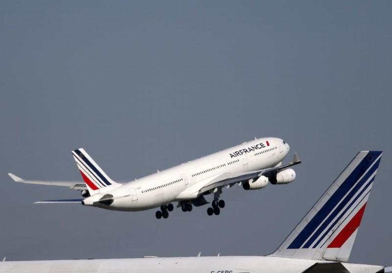 An Air France passenger jet takes off from the Charles-de-Gaulle International Airport in Roissy