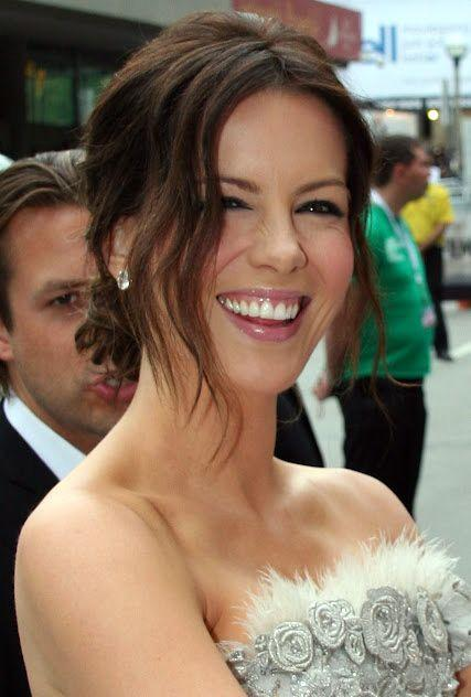 Kate Beckinsale at the red carpet