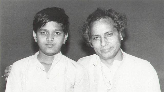 Sanjeev Abhyankar in his teens at Sawai Gandharva, Pune in 1984 where he gave his first vocal support to his guru Sangeet Martand Pt Jasraj.
