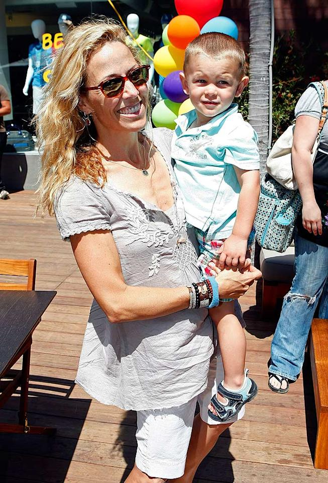 "Sheryl Crow and her adorable son, Wyatt, came out to support the cause, which funds research and treatment for the debilitating skin disease: epidermolysis bullosa. Michael Buckner/<a href=""http://www.wireimage.com"" target=""new"">WireImage.com</a> - June 28, 2009"