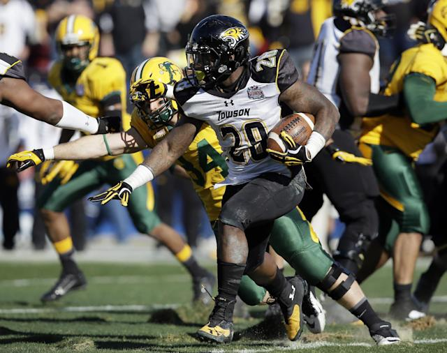Towson running back Terrance West (28) looks for a gap at the line of scrimmage on a running play in the first half of the FCS championship NCAA college football game against North Dakota State, Saturday, Jan. 4, 2014, in Frisco, Texas. (AP Photo/Tony Gutierrez)
