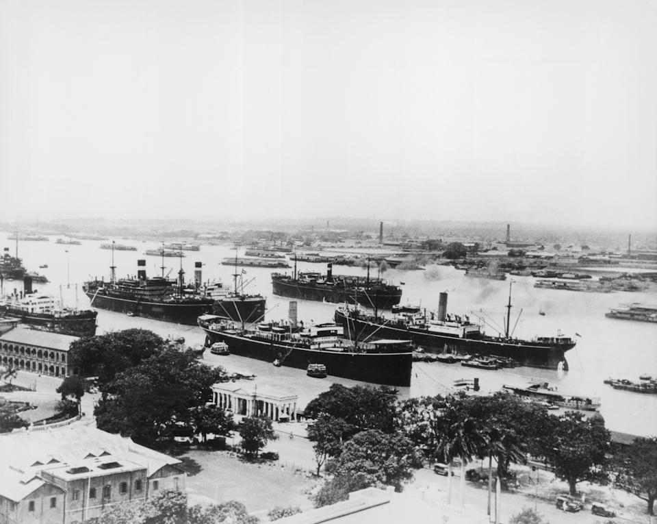 General view overlooking steamships in the harbour area at Calcutta, India, circa 1900. (Photo by Keystone/Hulton Archive/Getty Images)