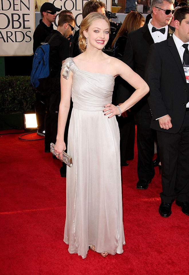 """Amanda Seyfried's matronly one-shoulder dress made the """"Mamma Mia!"""" star's ghostly-pale skin stand out ... in a bad way. Jason Merritt/<a href=""""http://www.gettyimages.com/"""" target=""""new"""">GettyImages.com</a> - January 11, 2009"""