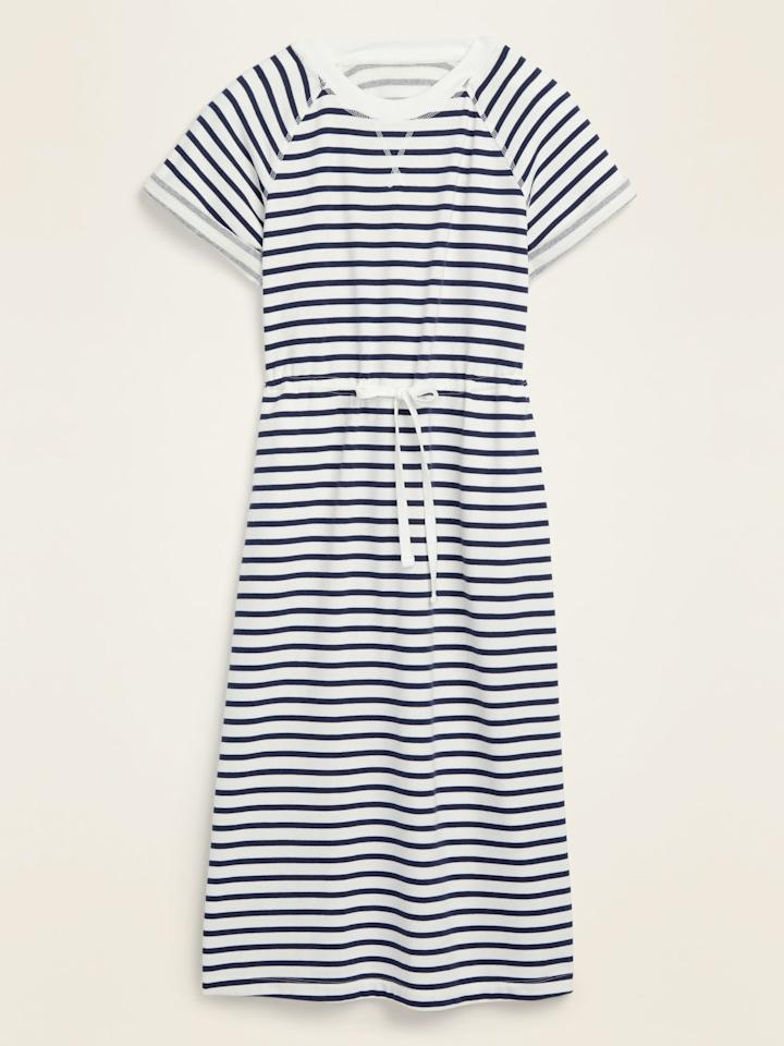 """<p>The drawstring on this <product href=""""https://oldnavy.gap.com/browse/product.do?pid=5820390020004&amp;cid=10018&amp;locale=en_US&amp;irgwc=1&amp;clickid=XmXWlyyaXxyORaBwUx0Mo34BUkiWw%3ARNzW7TQw0&amp;ap=6&amp;tid=onaff8724885&amp;siteID=onafcid383278#pdp-page-content"""" target=""""_blank"""" class=""""ga-track"""" data-ga-category=""""Related"""" data-ga-label=""""https://oldnavy.gap.com/browse/product.do?pid=5820390020004&amp;cid=10018&amp;locale=en_US&amp;irgwc=1&amp;clickid=XmXWlyyaXxyORaBwUx0Mo34BUkiWw%3ARNzW7TQw0&amp;ap=6&amp;tid=onaff8724885&amp;siteID=onafcid383278#pdp-page-content"""" data-ga-action=""""In-Line Links"""">Waist-Defined Striped French Terry Midi Dress</product> ($38, originally $40) gives you a custom fit.</p>"""