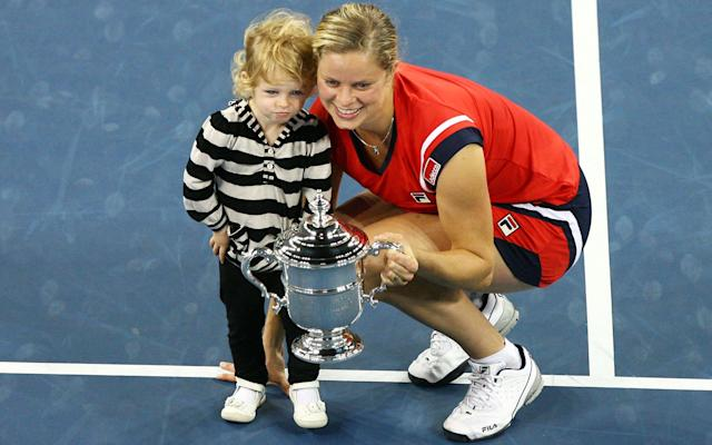 <span>Kim Clijsters and daughter Jada pose with the US Open trophy in 2009</span>
