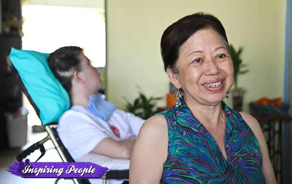 Leong Poh Yin continues to care for others despite her challenging circumstances. (Yahoo! photo)