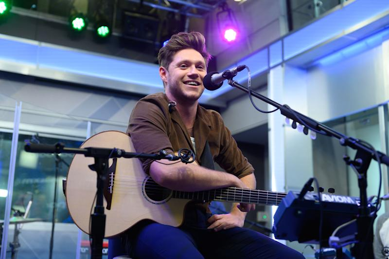 Niall Horan performs one of his songs in the studio and he looks adorable to watch