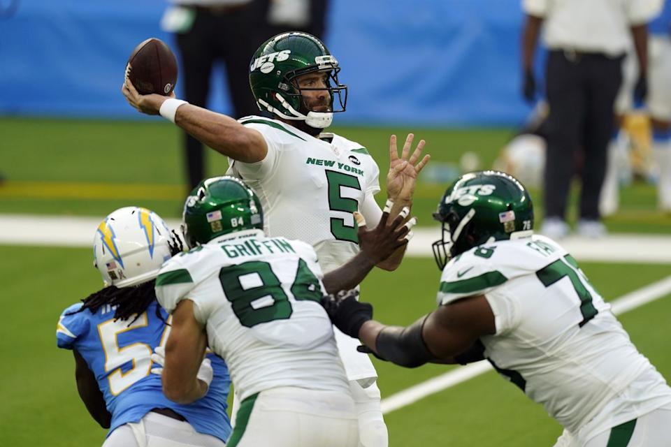 New York Jets quarterback Joe Flacco throws against the Chargers in the first half Sunday.
