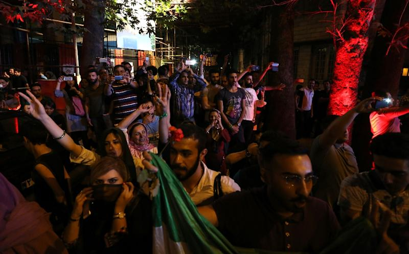 Iranians celebrate in northern Tehran, on July 14, 2015, after Iran's nuclear negotiating team struck a deal with world powers in Vienna (AFP Photo/Atta Kenare)