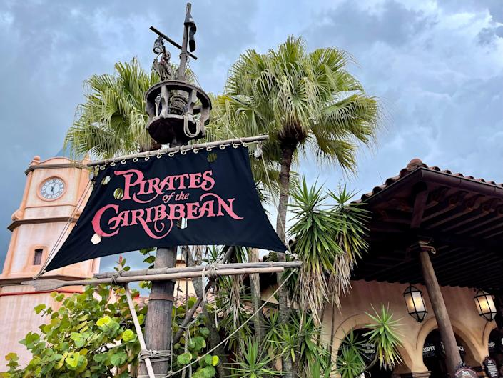 the pirates of the caribbean ride at disney world
