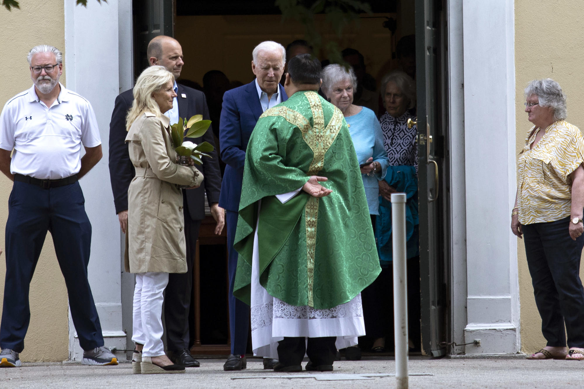 In Rift With Biden a Dramatic Show of Force by a Conservative Catholic Movement – Yahoo News