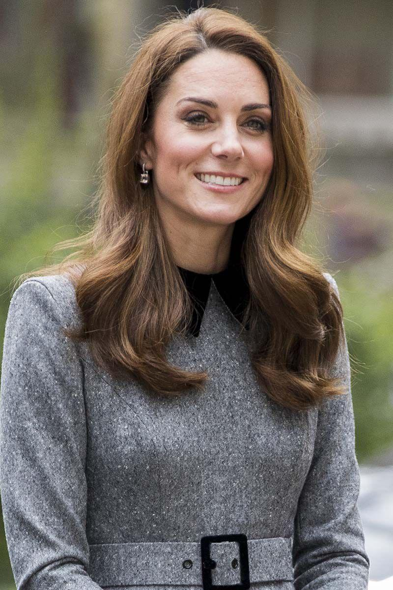 <p>The Duchess of Cambridge visited The Foundling Museum sporting loose curls and a side part.</p>