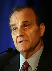 Joe Torre brings credibility and strong relationships to a bid for Dodgers ownership