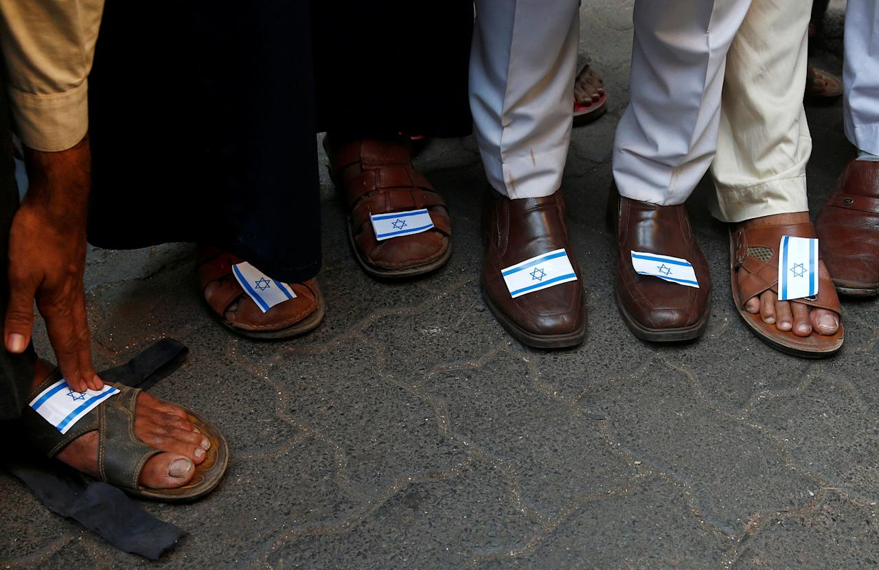 People stick Israeli flags on their shoes during a protest against the visit of Israeli Prime Minister Benjamin Netanyahu, in Mumbai, India, January 18, 2018. REUTERS/Shailesh Andrade