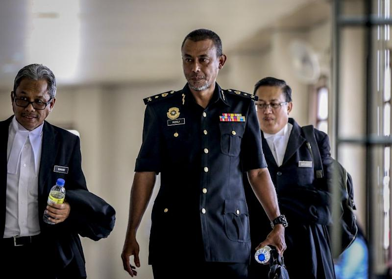 Malaysian Anti-Corruption Commission investigating officer Senior Assistant Commissioner Rosli Hussain is pictured at the Kuala Lumpur High Court August 9, 2019. — Picture by Firdaus Latif