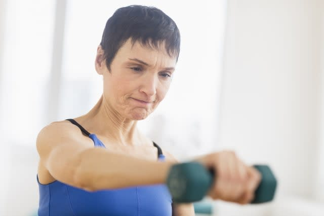USA, New Jersey, Jersey City, Mature woman exercising in gym