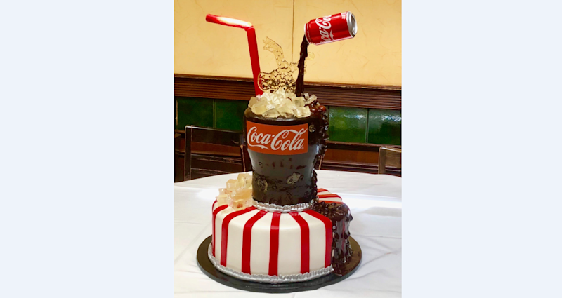 Check out Warren Buffett's amazing Coke-themed birthday cake for his ...