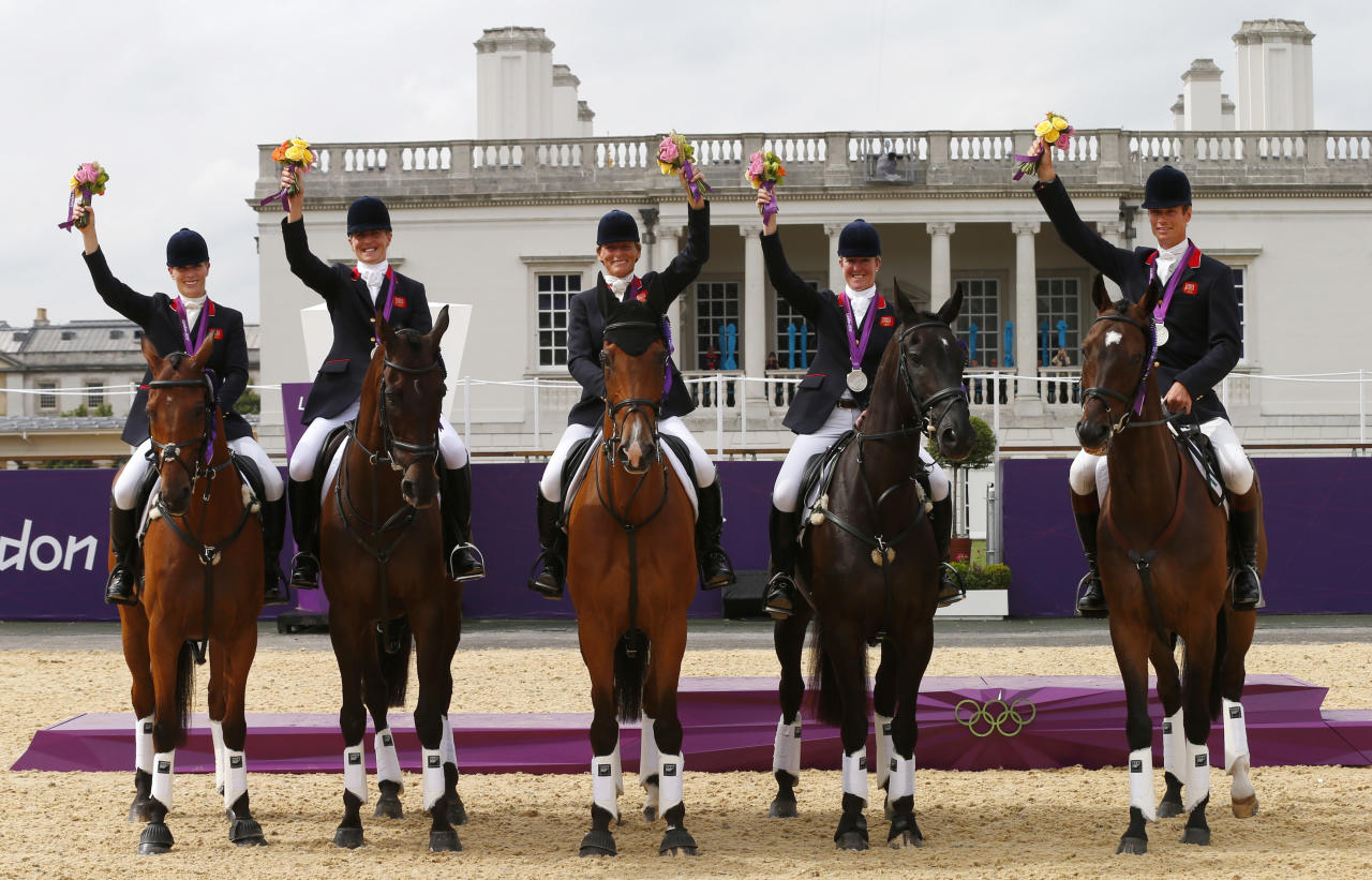 (L-R) Britain's Zara Phillips, Kristina Cook, Mary King, Nicola Wilson and William Fox-Pitt pose on their horses after receiving their silver medals in the Eventing Team Jumping equestrian event victory ceremony at the London 2012 Olympic Games in Greenwich Park, July 31, 2012.  REUTERS/Eddie Keogh (BRITAIN  - Tags: SPORT OLYMPICS EQUESTRIANISM)