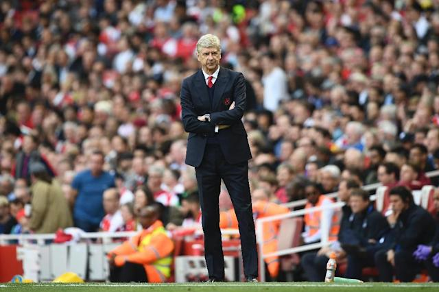 Arsenal's manager Arsene Wenger watches from the touchline during the English Premier League football match against Everton at the Emirates Stadium in London on May 21, 2017 (AFP Photo/Justin TALLIS)