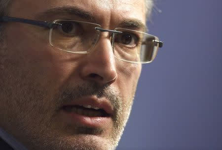Russian exile, Khodorkovsky delivers a speech in central London