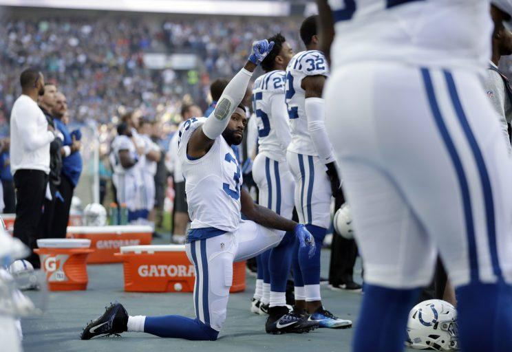 Antonio Cromartie took a knee during the national anthem before the Colts cut him (AP)