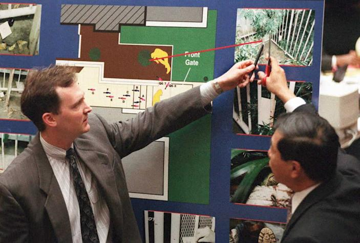 """<div class=""""inline-image__caption""""><p>Prosecutor Hank Goldberg (L) and forensic scientist Dr Henry Lee (R) point to a picture of the Bundy crime scene during Goldberg's cross-examination of Lee in the O.J. Simpson murder trial.</p></div> <div class=""""inline-image__credit"""">Getty</div>"""