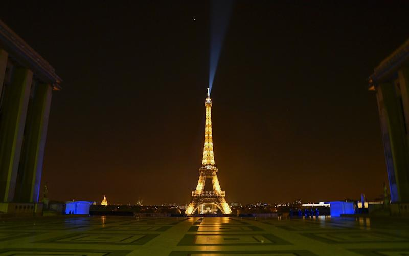A view of an empty surrounding of the Eiffel Tower after the curfew in Paris - Anadolu
