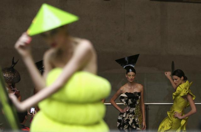 A model presents a creation in a subway station during the Sao Paulo Fashion Week in Sao Paulo October 27, 2013. REUTERS/Paulo Whitaker (BRAZIL - Tags: FASHION TRANSPORT)
