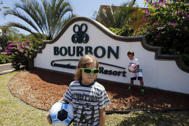 Children play in front of the Bourbon Hotel, where South Korea's national soccer team will be based during the 2014 World Cup, in Foz do Iguacu, on Brazil's southern border with Paraguay, March 12, 2014. REUTERS/Jorge Adorno (BRAZIL - Tags: SPORT SOCCER WORLD CUP TRAVEL)