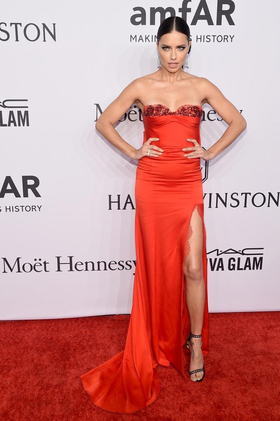 <p>The Brazilian model oozed Hollywood glamour in this racy red Marchesa gown. <i>[Photo: Getty]</i><br></p>