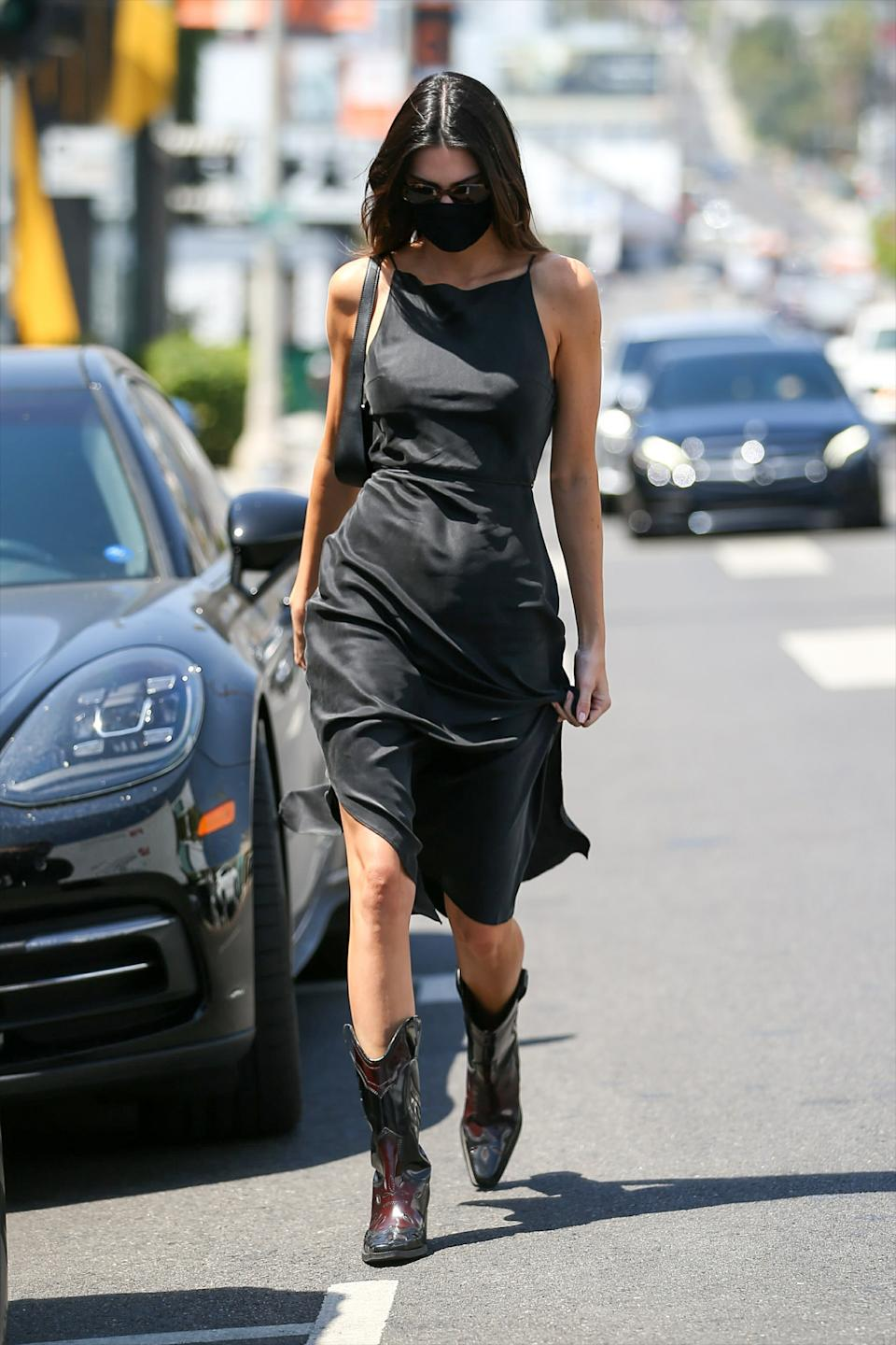 -Los Angeles, CA - 20210527 - Kendall Jenner covers up with a protective face mask while getting into her G-Wagon.   -PICTURED: Kendall Jenner