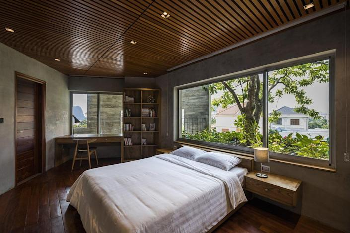 The bedrooms inside the villa feel warm, airy and of course, abundantly green.